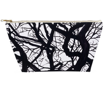 Load image into Gallery viewer, Camus Winter Tree Toiletry Bag