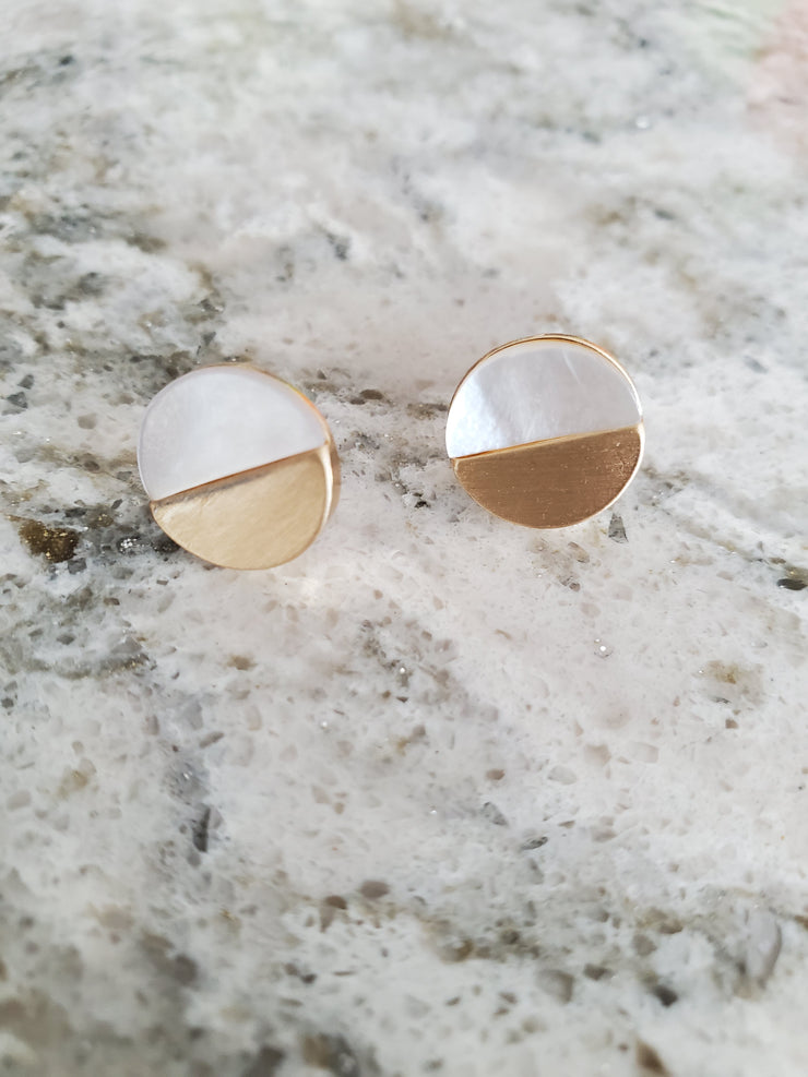 Ivory/Gold Stud Earring