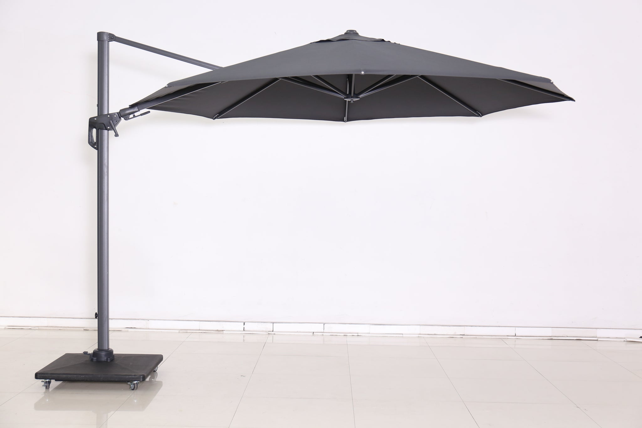Cantilever light parasol open view