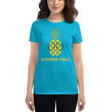 "Laden Sie das Bild in den Galerie-Viewer, ""Summer Vibes"" - Frauen Kurzärmeliges T-Shirt"