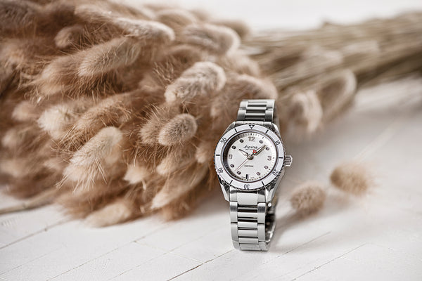 THE NEW ALPINER COMTESSE SPORT QUARTZ: BACK TO THE ROOTS OF FEMININE SPORTS CHIC
