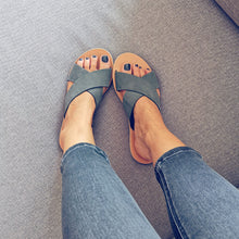 Laden Sie das Bild in den Galerie-Viewer, Leather handmade sandal gray