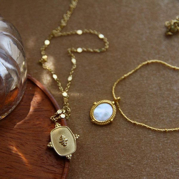 Retro mirror shape necklace (gold plated) - CURATED by FS