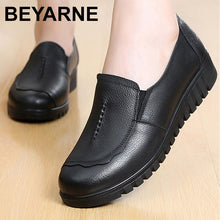 Load image into Gallery viewer, BEYARNEGenuine leather shoes women big size4.5-9 round toe designer flatshoes women hard-wearing light loafers spring/autumnE010