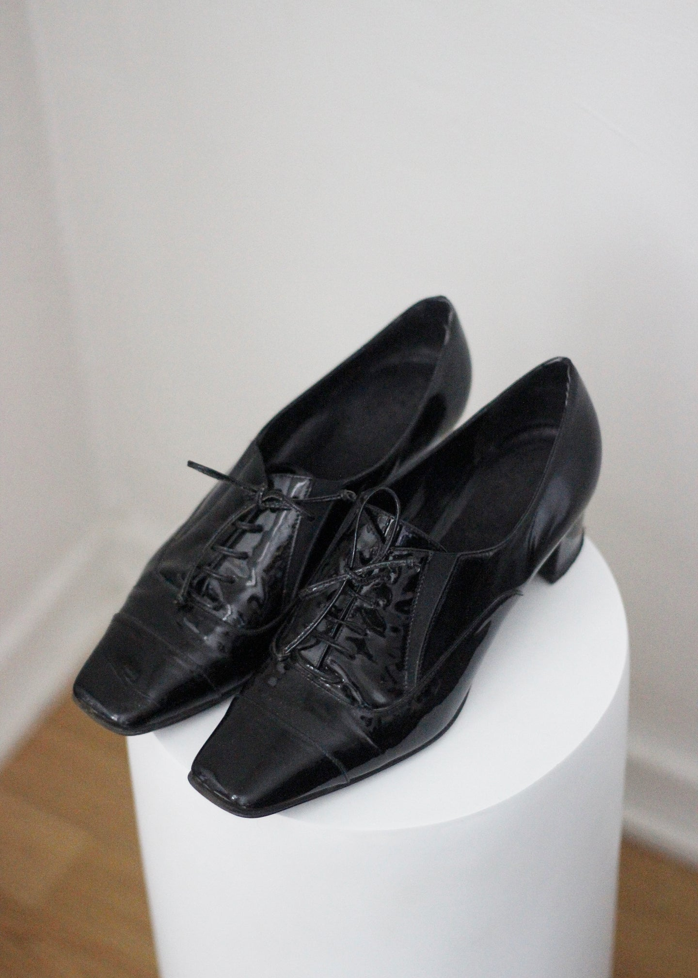 VINTAGE PATENT LEATHER SHOES, 38