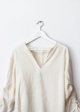 Load image into Gallery viewer, WHITE V-NECK BLOUSE