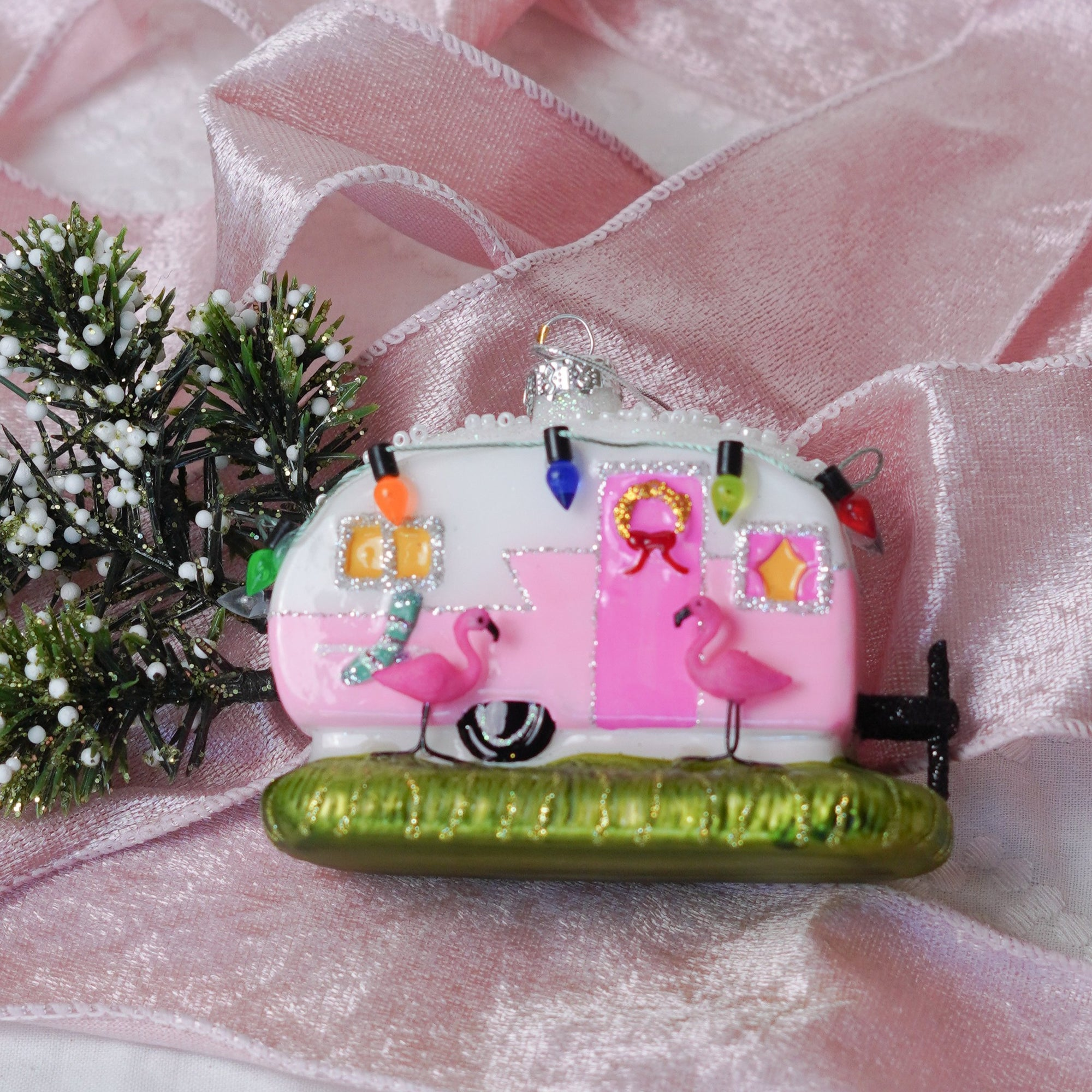 A Flamingo & a Pink Camper - what girl doesn't want that? Grab this adorable ornament today and celebrate all things pink this holiday season.These handsome glass baubles are hand painted and decorated with festive glittery accents.