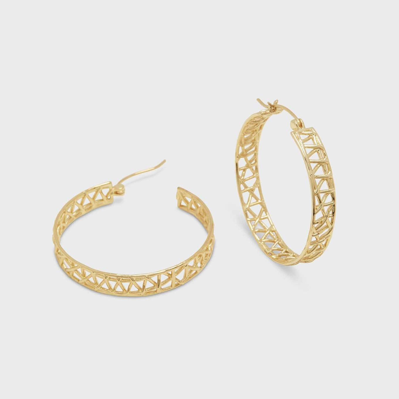 "This delicate gold knit pattern catches the light at every twist and turn. A summertime hoop if we've ever seen one.  1 1/2' profile diameter 1/4"" thick Hinge closure 18k gold plated brass"