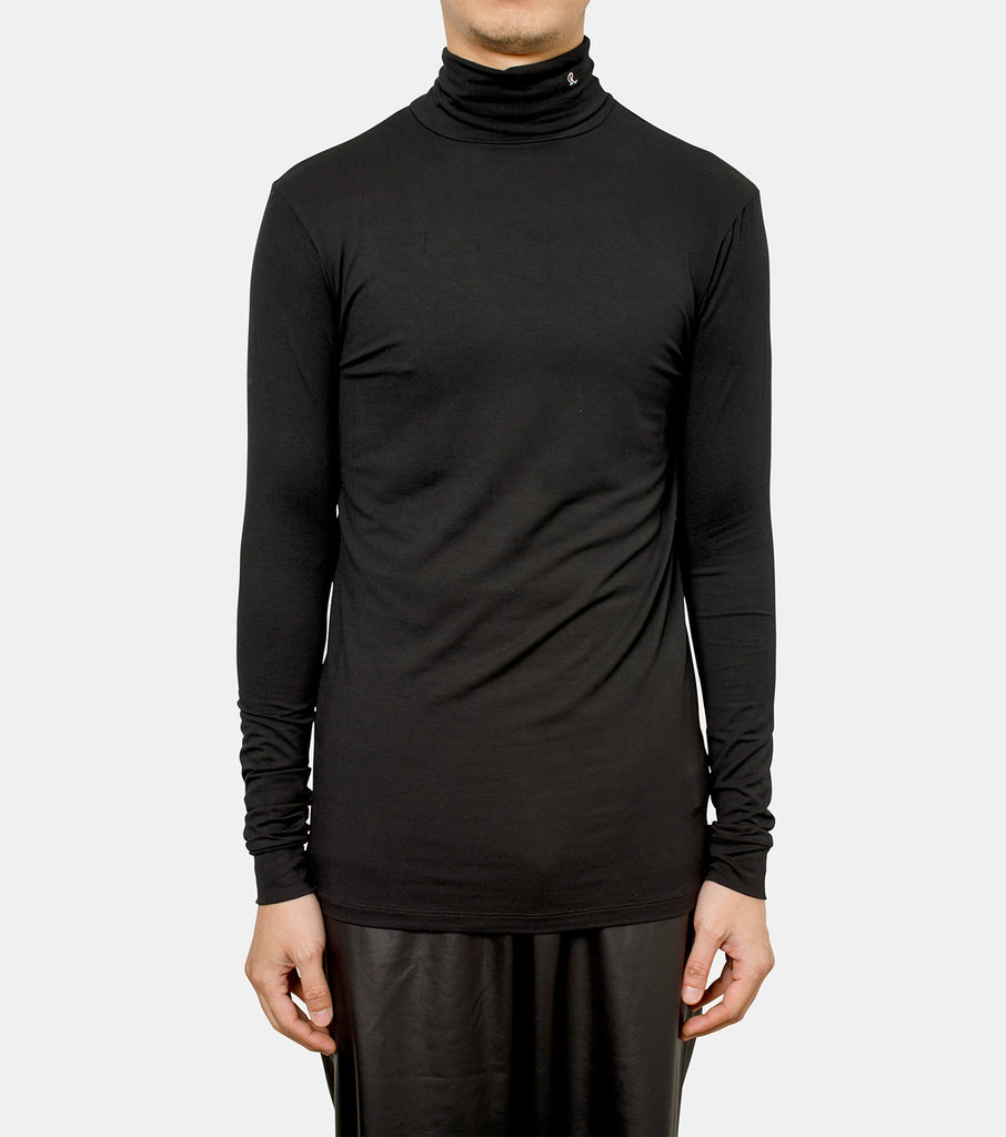 Turtleneck with R embroidery