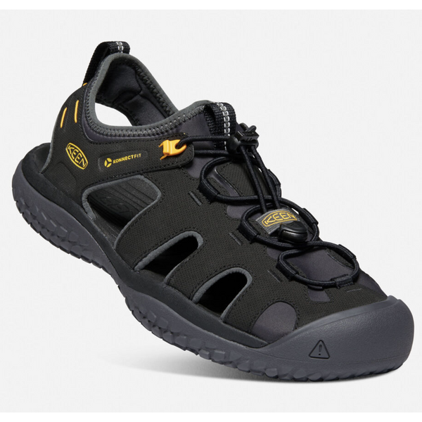 KEEN MEN'S SOLR SANDAL IN BLACK GOLD