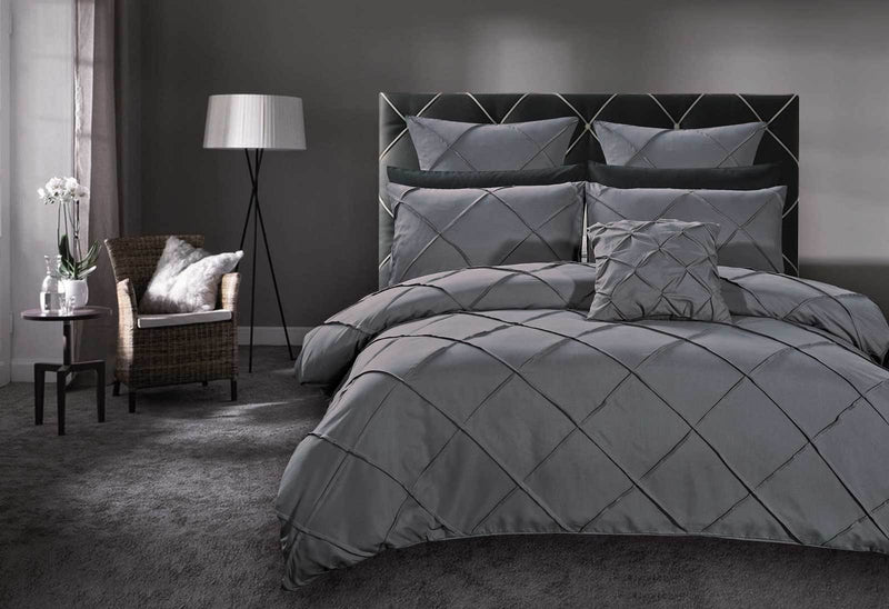 Queen Size Grey Diamond Pintuck Quilt Cover Set(3PCS)