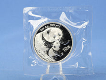 Laden Sie das Bild in den Galerie-Viewer, China 10 Yuan 2004 , Panda Bär , 1 oz 999 Silber *st* in OVP Folie