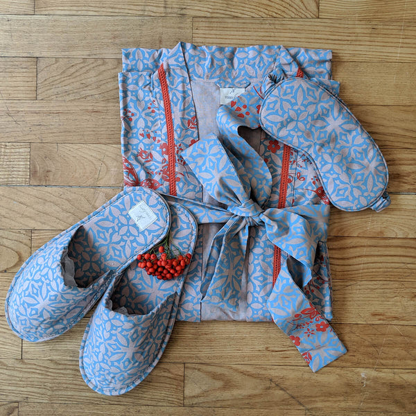 Humming Bird Dawn Kimono, Slipper & Eye Mask Set