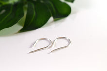 Load image into Gallery viewer, Curved threader earrings