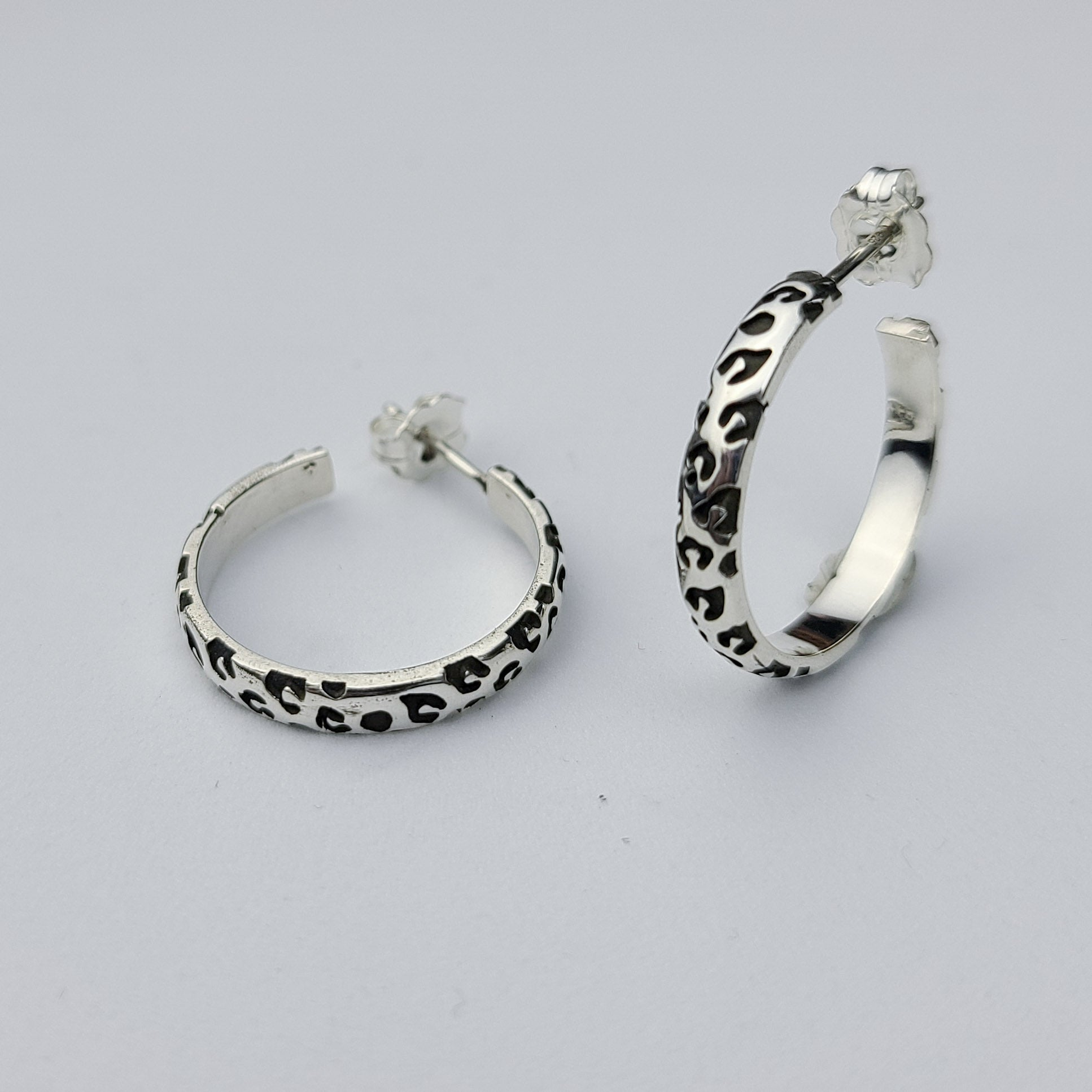 Thin Leopard Print Hoop Earrings