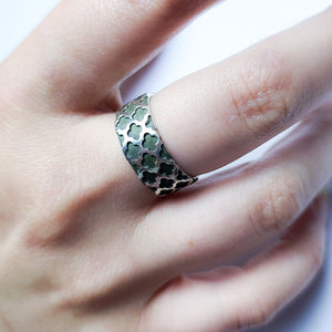 8mm Wide Confessional Pattern Ring Band - Inchoo Bijoux