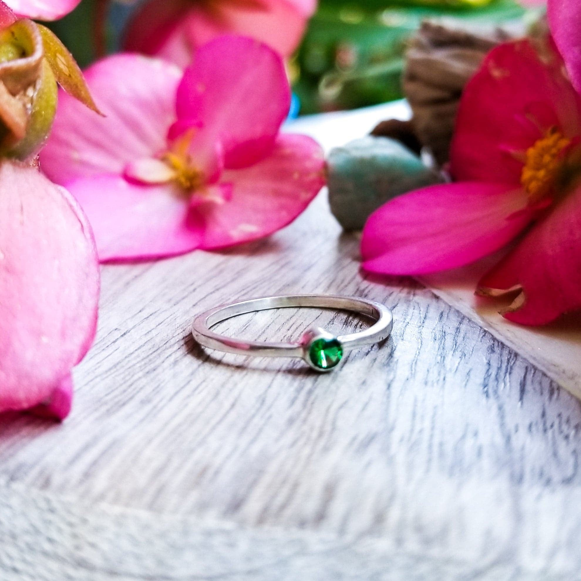 Emerald Gemstone Sterling Silver Ring - Inchoo Bijoux