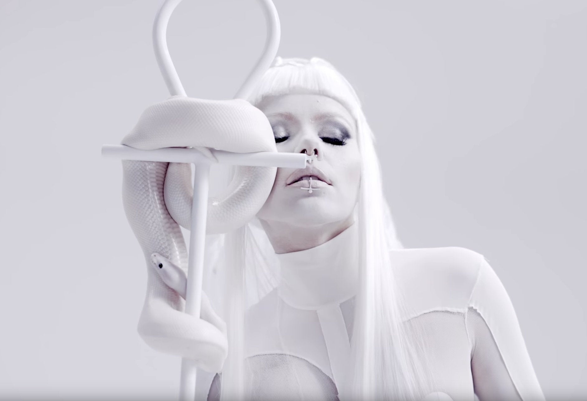 Fake Lip Ring Featured in Kerli Savages Video Clip - Inchoo Bijoux