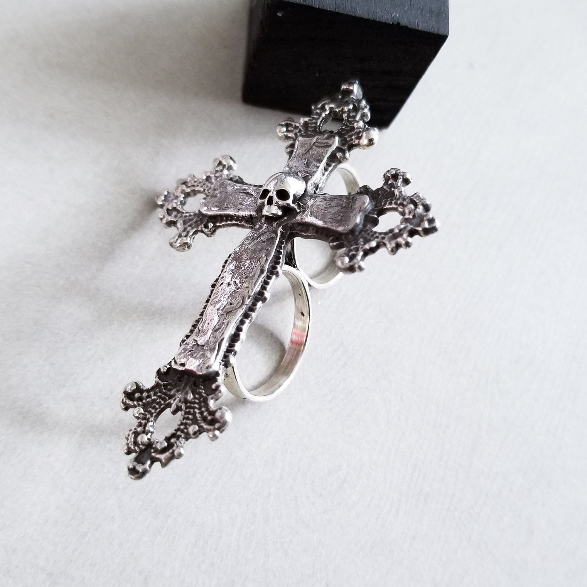 Big Unisex 2 Finger Skull Baroque Cross Ring - Inchoo Bijoux