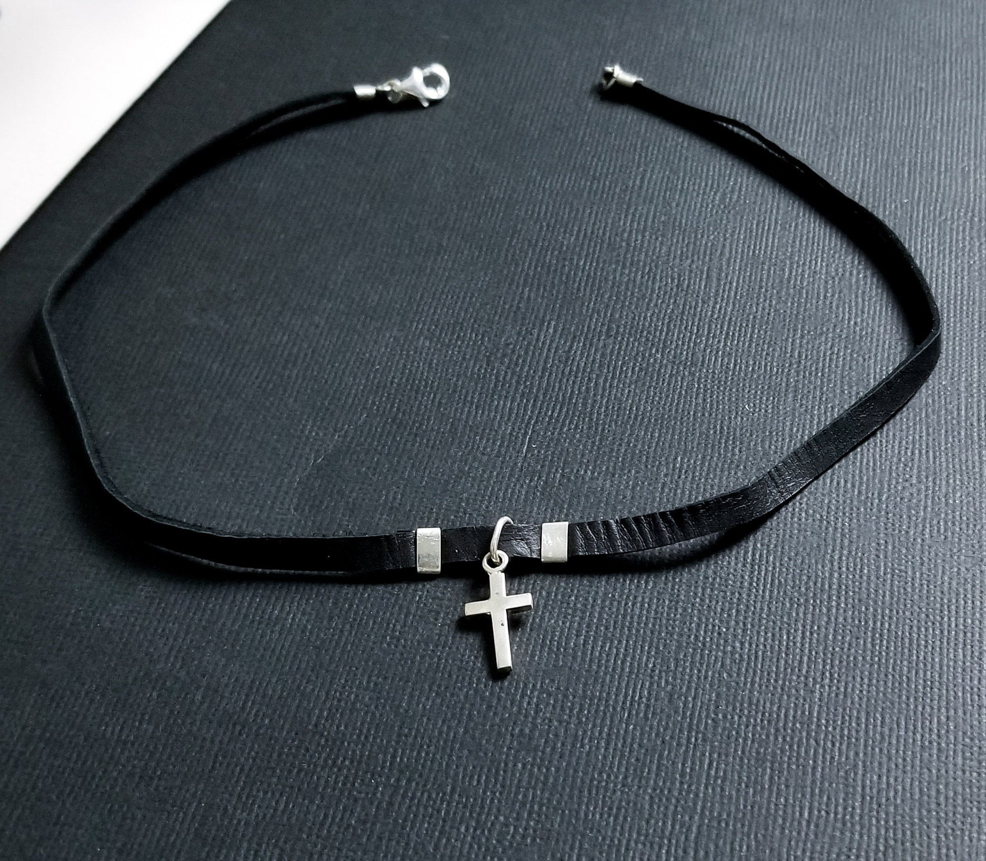 Tiny Silver Cross Choker - Inchoo Bijoux