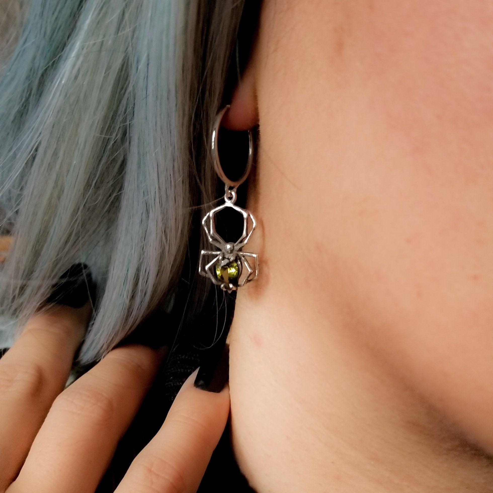 Green Spider Hoop Earrings - Inchoo Bijoux