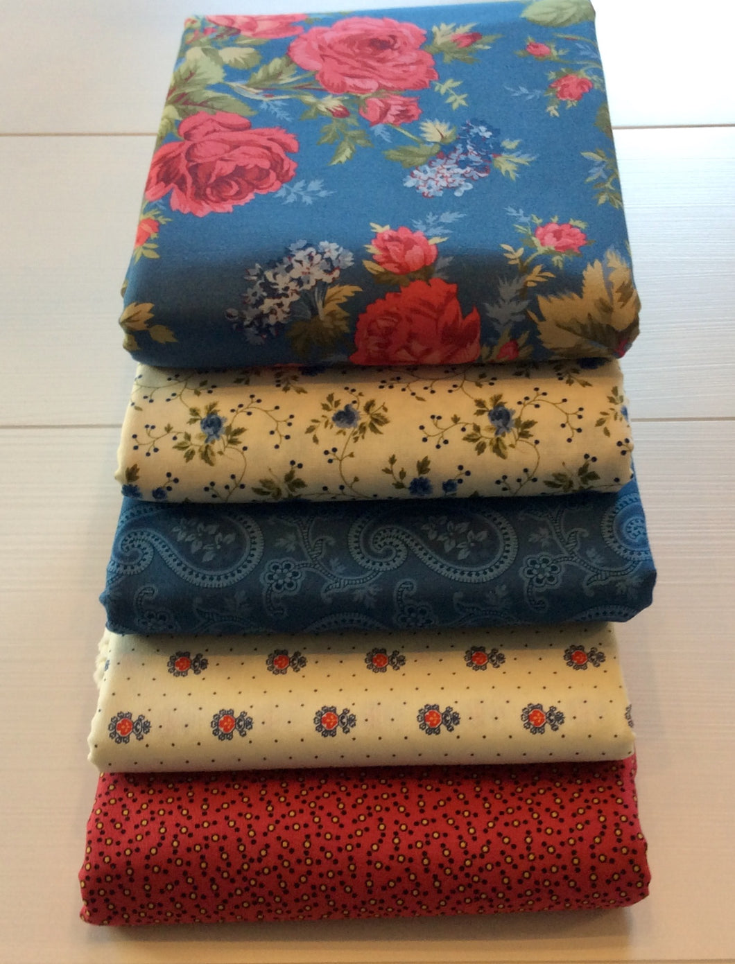 Red and Blue and Roses Too Queen Size Kit