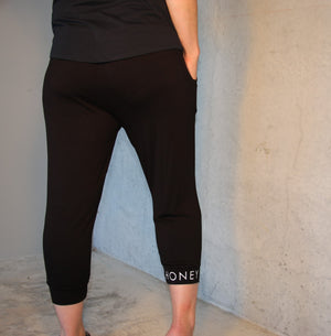 HONEY T 3/4 Black Pants