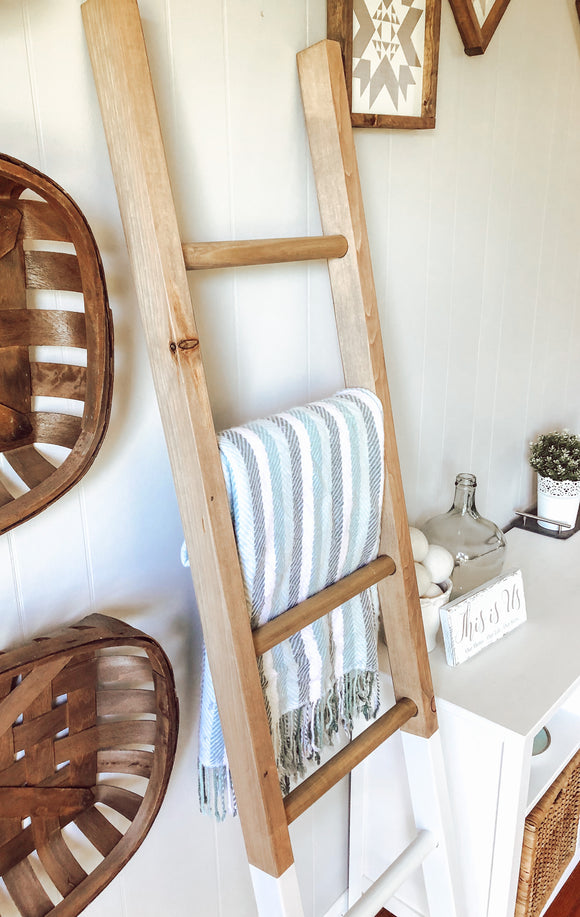 Dipped Blanket Ladder