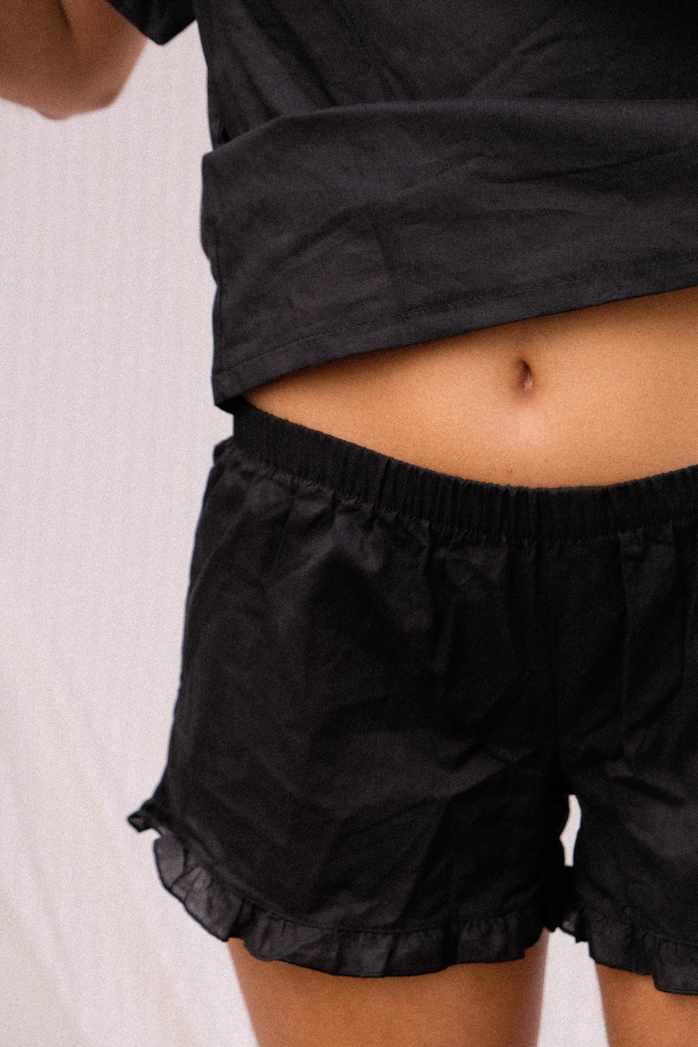 A women wearing a black short pijama.