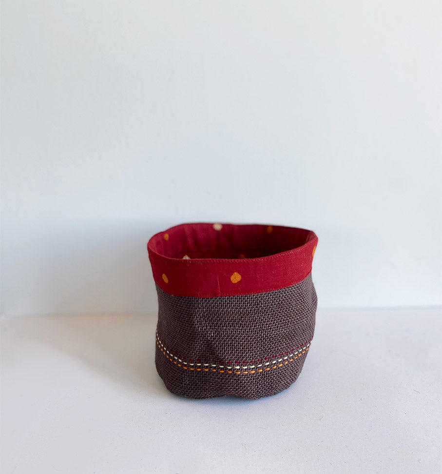 Red bandhani holder