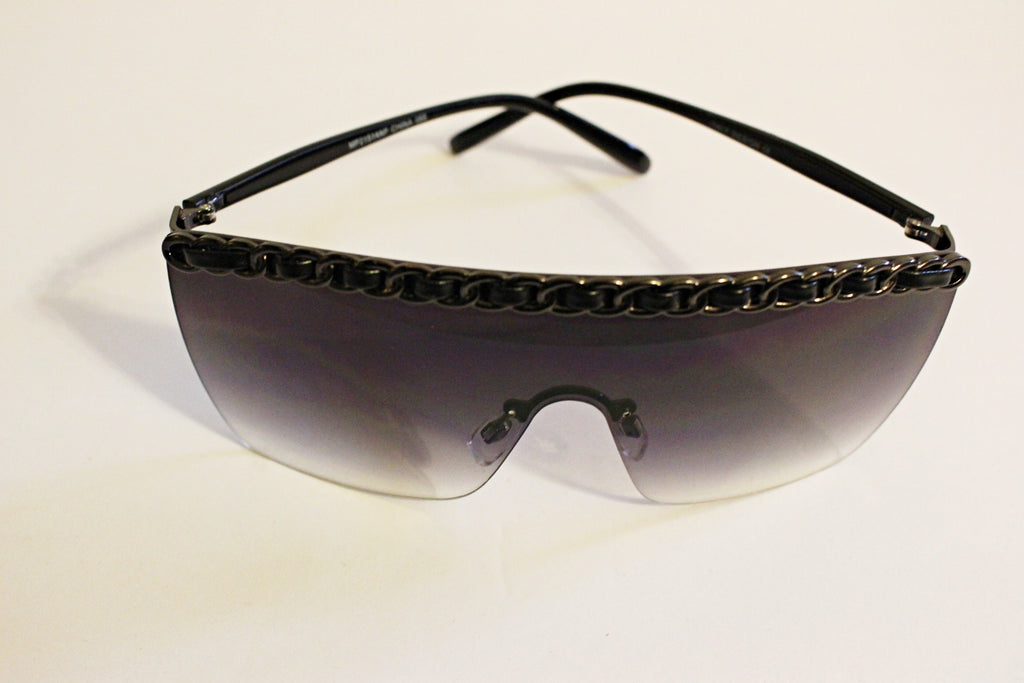 Black Sunglasses With Detail Frame