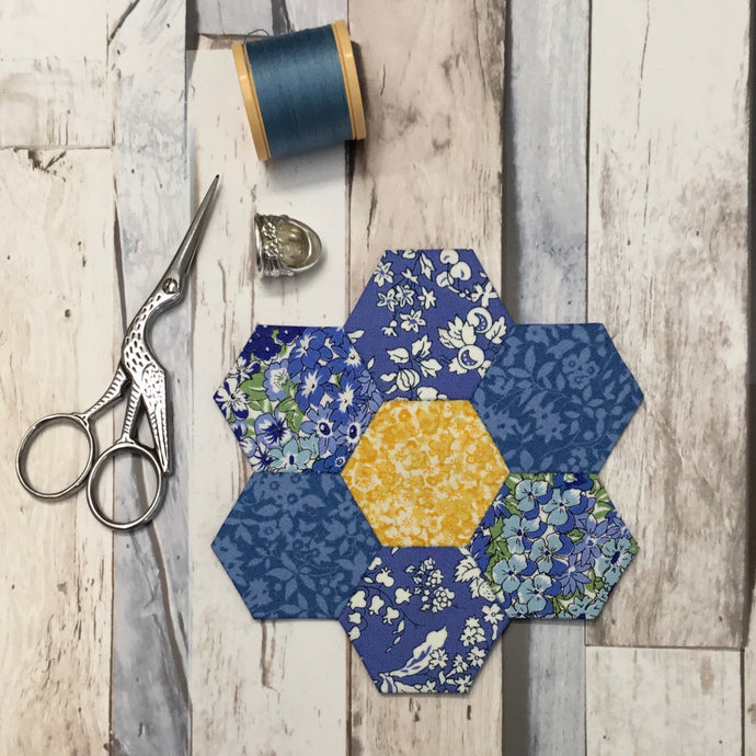 How to sew a Hexagon Flower - English Paper Piecing