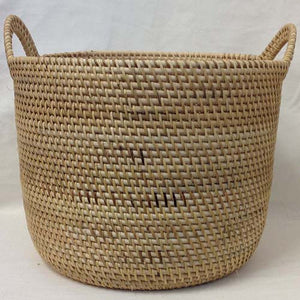 basket - SMALL - natural/white w/ handle - rattan