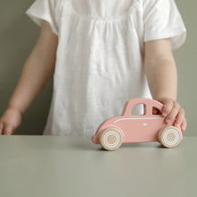 Laden Sie das Bild in den Galerie-Viewer, LITTLE DUTCH Holzauto BEETLE pink