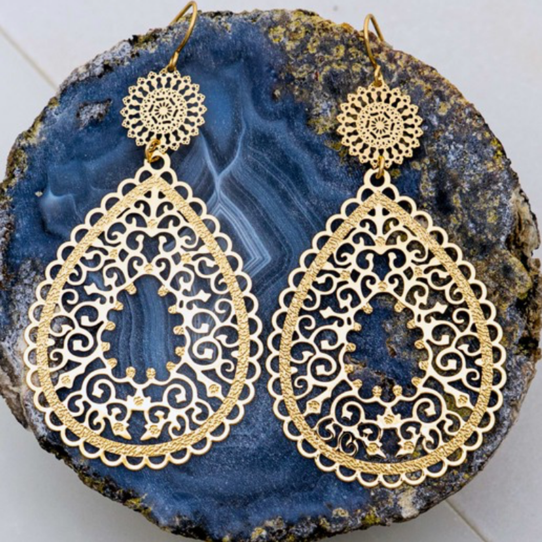 Lightweight Filigree  Stamping Teardrop Earrings