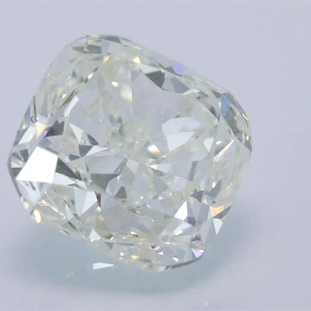 Cushion Diamond - Carat Weight: 3.01