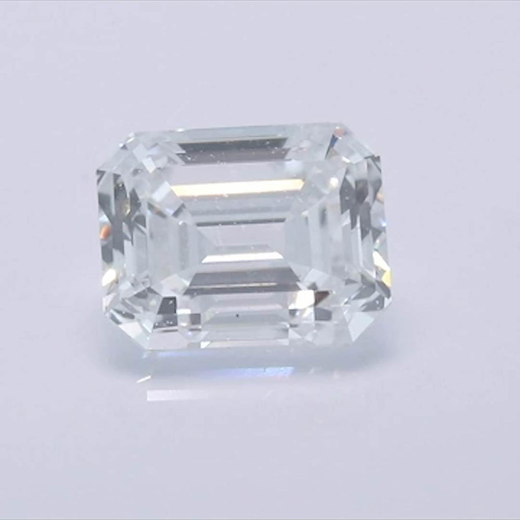 Emerald Diamond - Carat Weight: 0.72