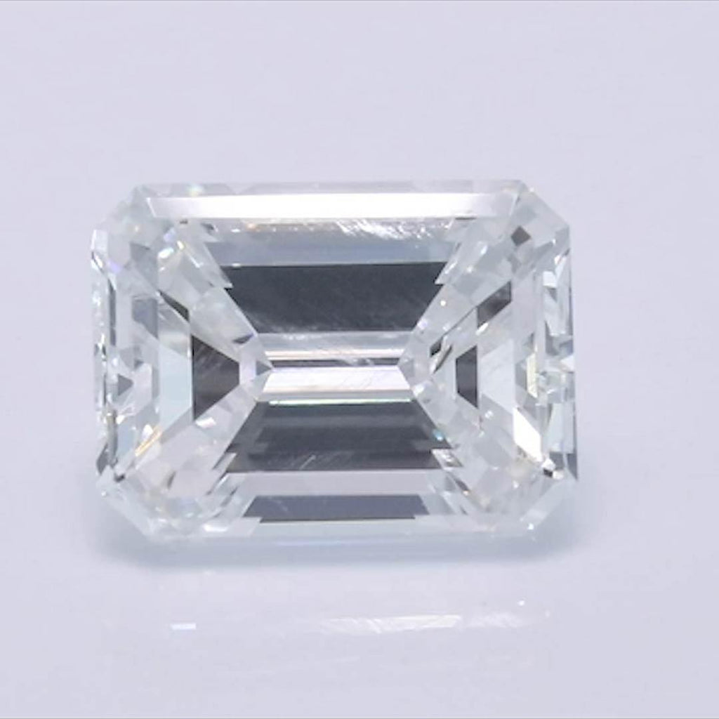 Emerald Diamond - Carat Weight: 0.9