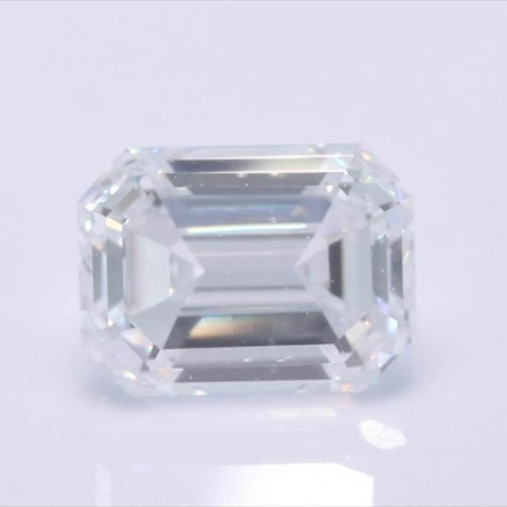 Emerald Diamond - Carat Weight: 0.91