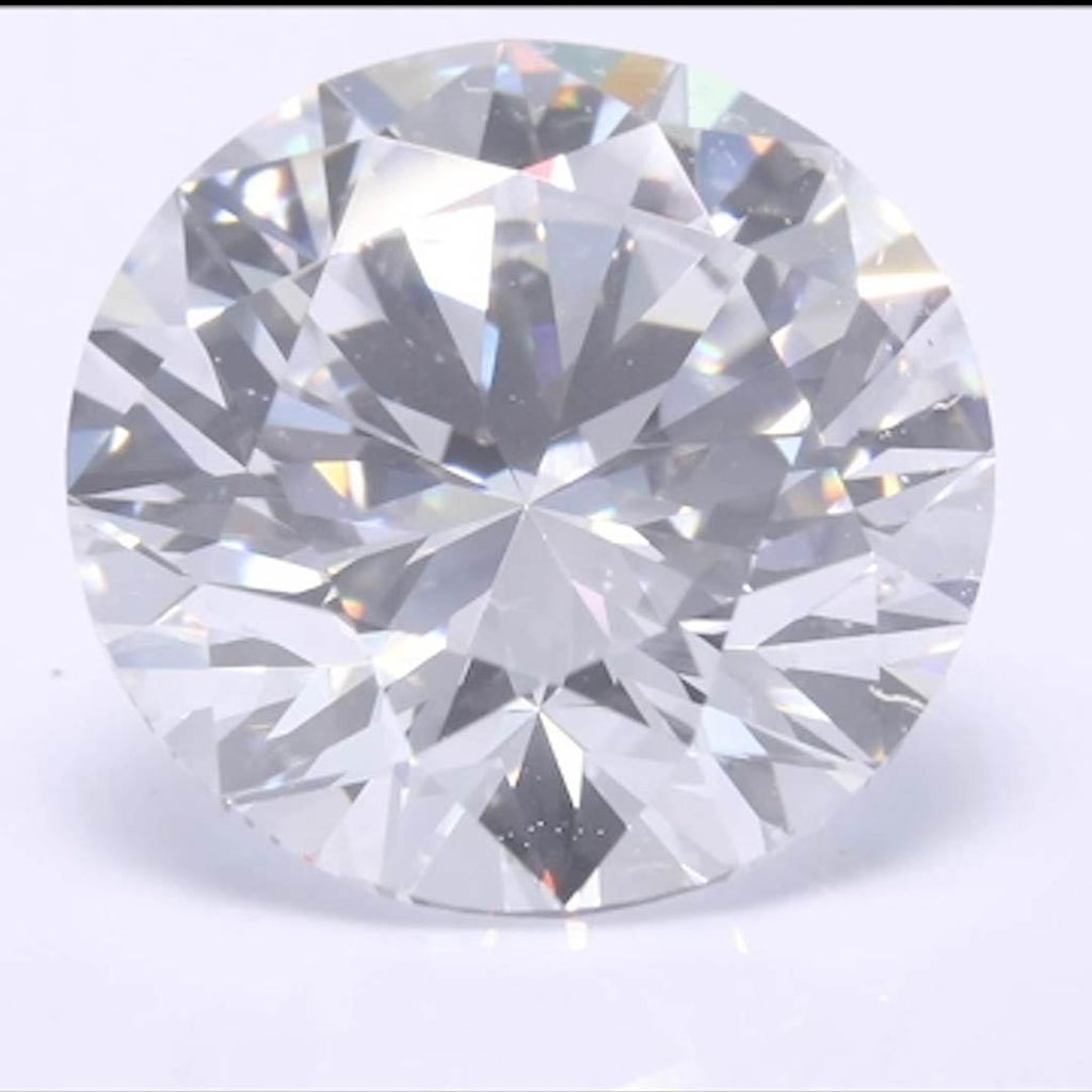 Round Diamond - Carat Weight: 3.21