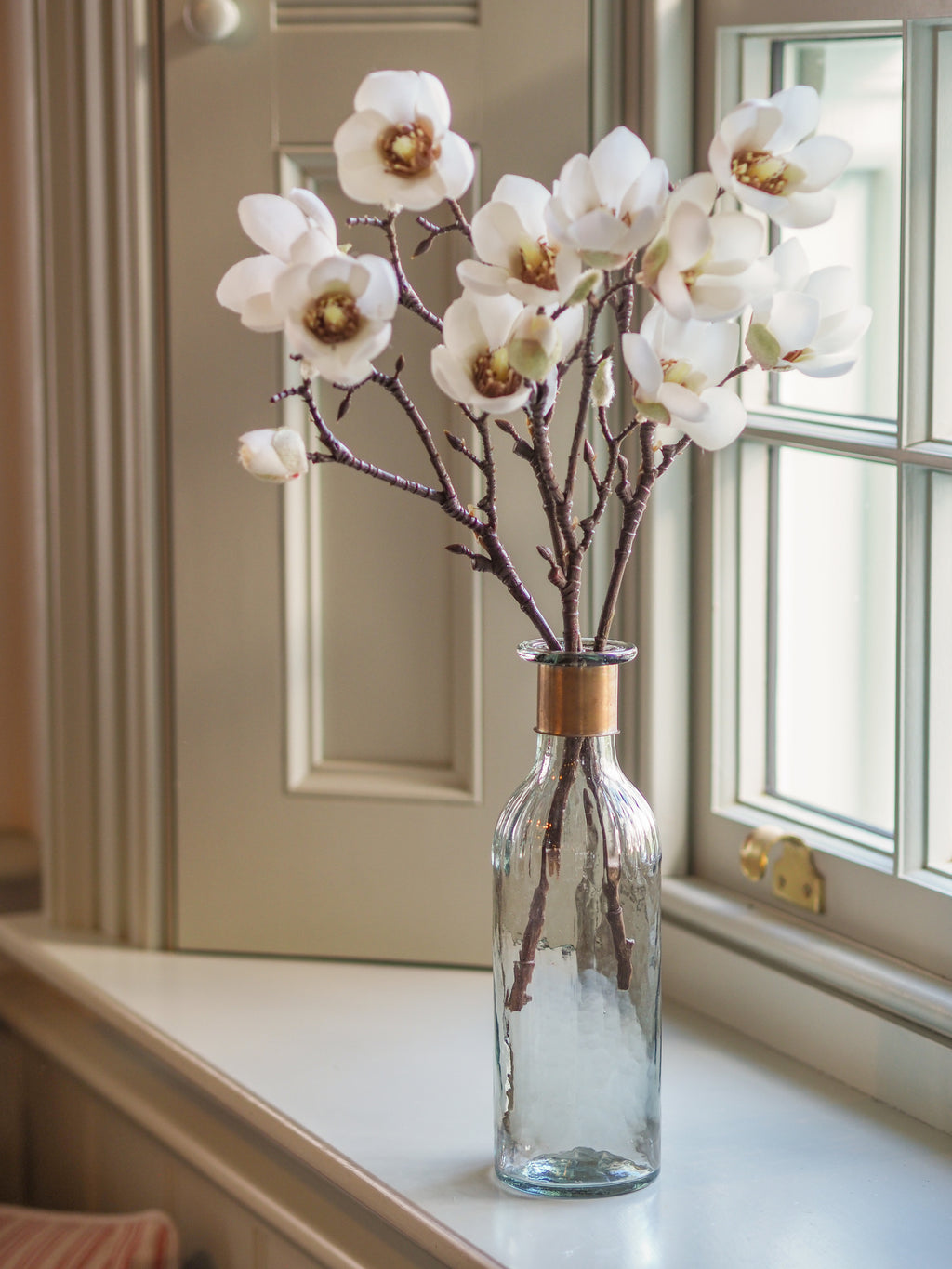 Simply Magnolia ( Soft White) With Vase