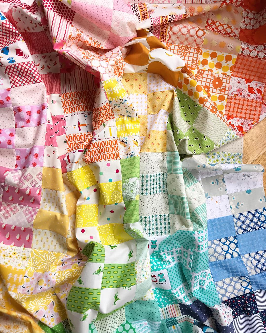 2x4 quilt by Maker Valley / Holly Lesue. Free quilt pattern by Film in the Fridge