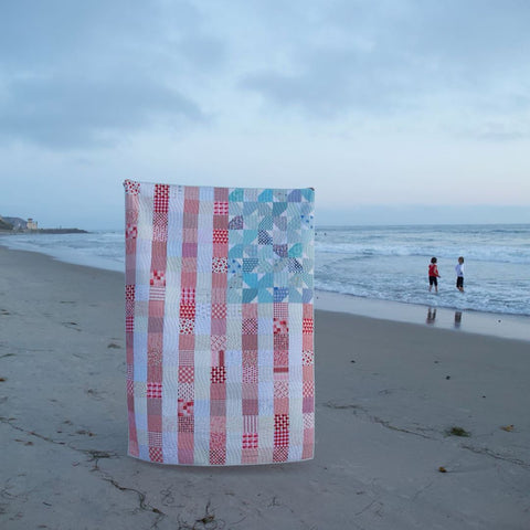 Yankee-doodle-dandy-quilt-at-the-beach-by-maker-valley