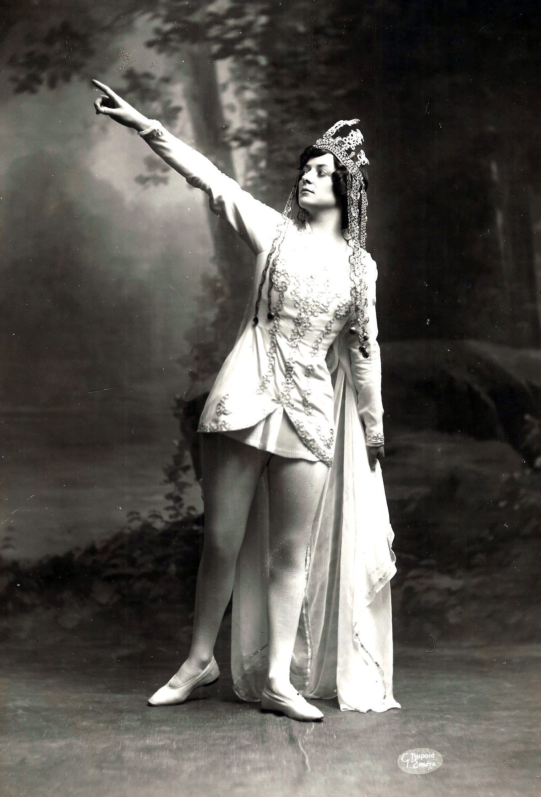 Fanny Heldy (1888-1973) in the title role in Obéron