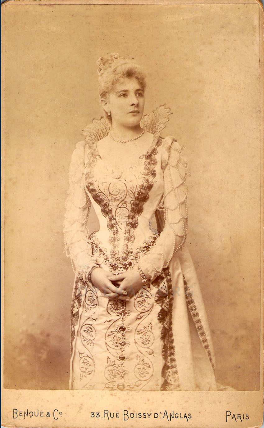 Marguerite Carrere as Margarethe of Valois in Les Huguenots