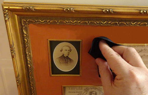 cleaning a picture frame glass