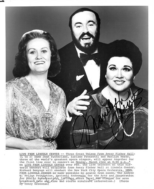 Marilyn_Horne_publicity_photo_with_Joan_Sutherland_and_Luciano_Pavarotti_GF4845_WM