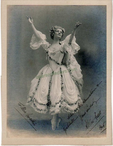 Genee, Adeline - Signed Photo in Camargo, Sydney 1912 - TaminoAutographs.com
