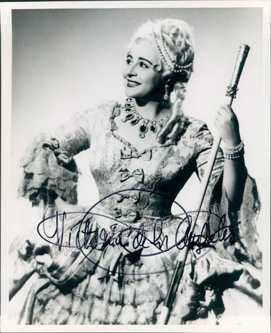 De Los Angeles, Victoria - Signed photo in role - TaminoAutographs.com