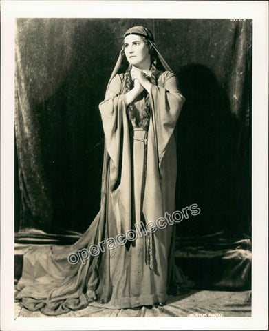 Flagstad, Kirsten - Signed Photo as Isolde - TaminoAutographs.com